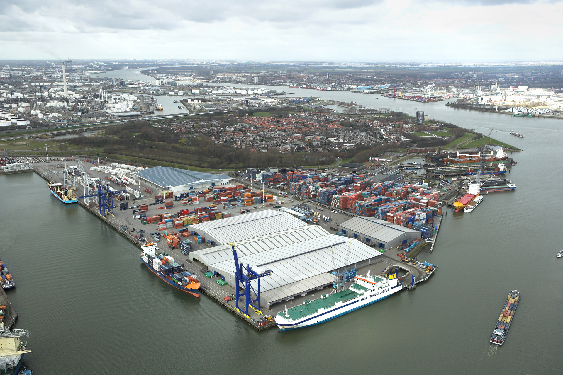 port of rotterdam essay Port of rotterdam is located in the city of rotterdam in the netherlands the high importance of this port is indisputable it is the largest port in europe and one of the busiest ports in the world.