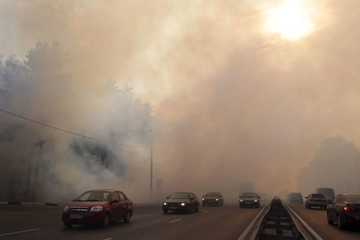 На трассе М5 из-за пожаров на торфяниках столкнулись около 30 машин: есть пострадавшие