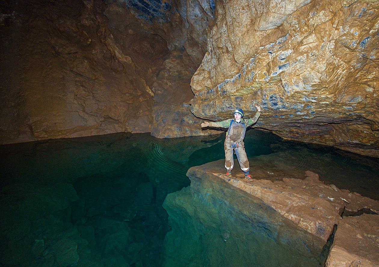 На берегу подземного озера