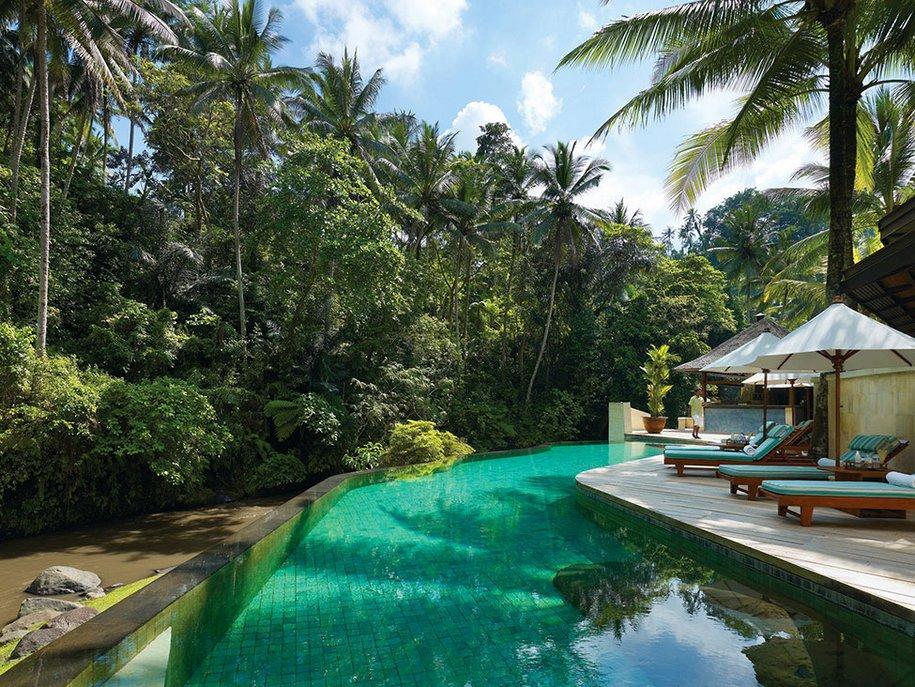 Отель Four Seasons в тропическом лесу Бали