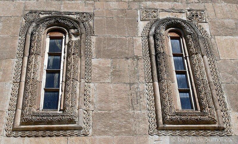 Окна церкви Баракони