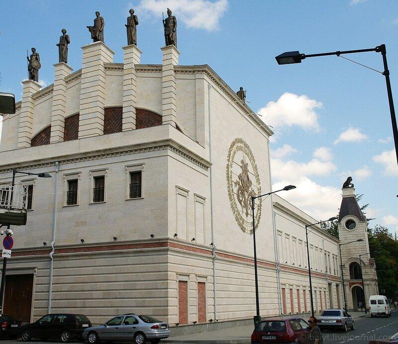 Отреставрированное здание в Кутаиси