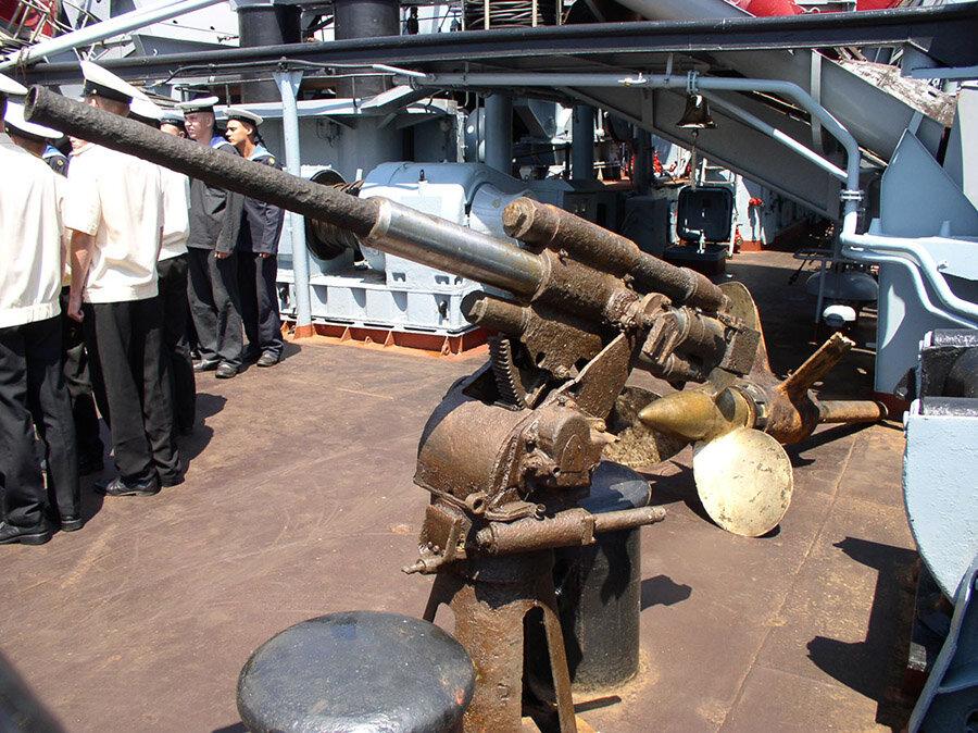 Орудие подводной лодки Щ-211 на борту судна ЭПРОН