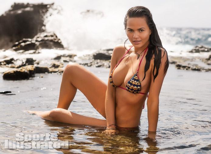 Chrissy Teigen / Крисси Тейген в купальниках в каталоге Sports Illustrated Swimsuit 2013
