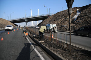 Дорогу на Чуркине во Владивостоке оградили от пешеходов