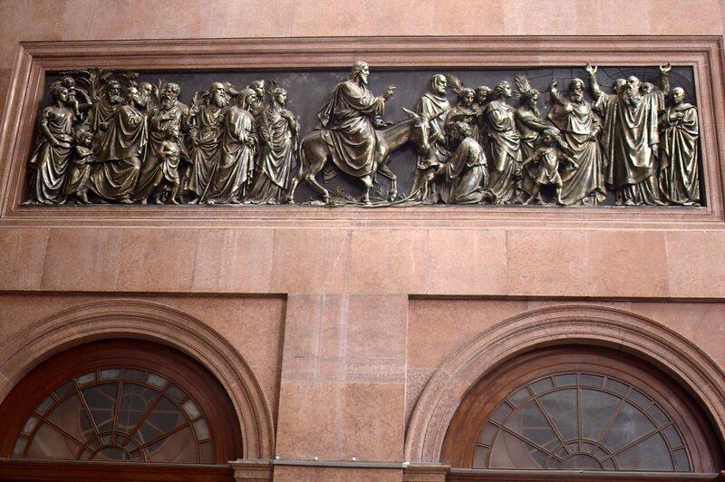 Базилика св. Адальберта, барельеф