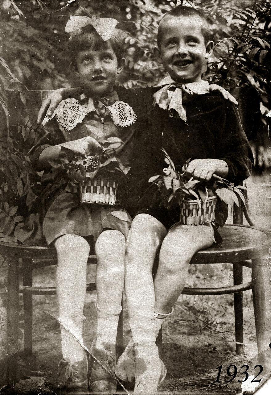 2. 1932 Нэлли и Гера Пельш - двойняшки.