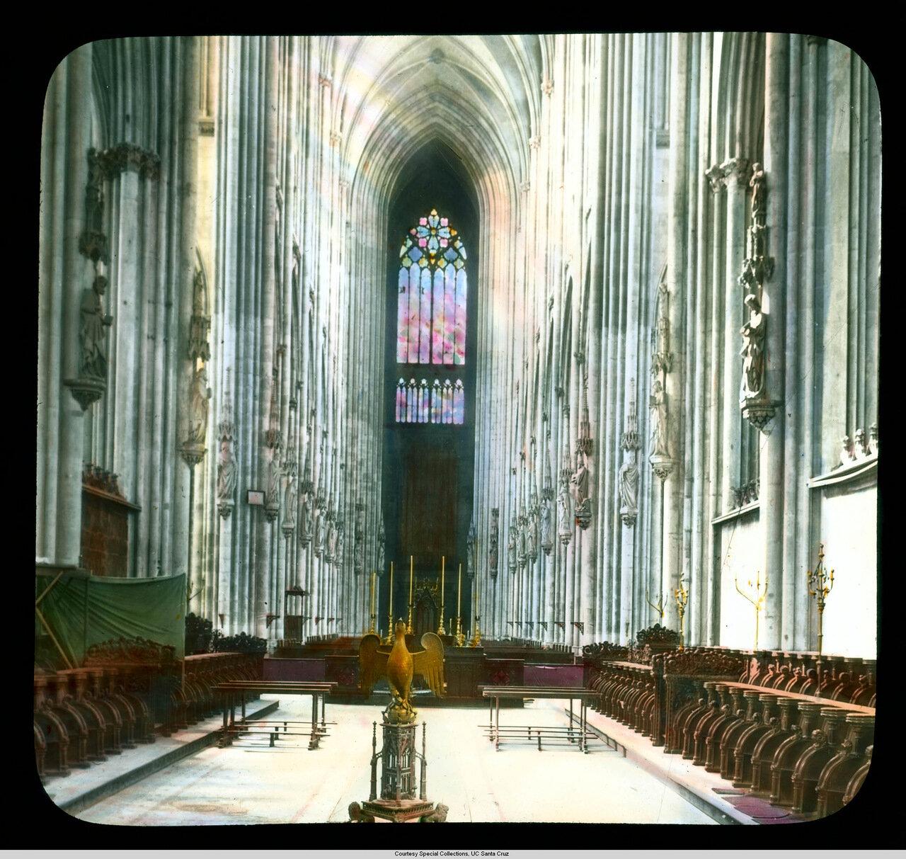 Кельнский собор. Вид от баптистерия на алтарную преграду