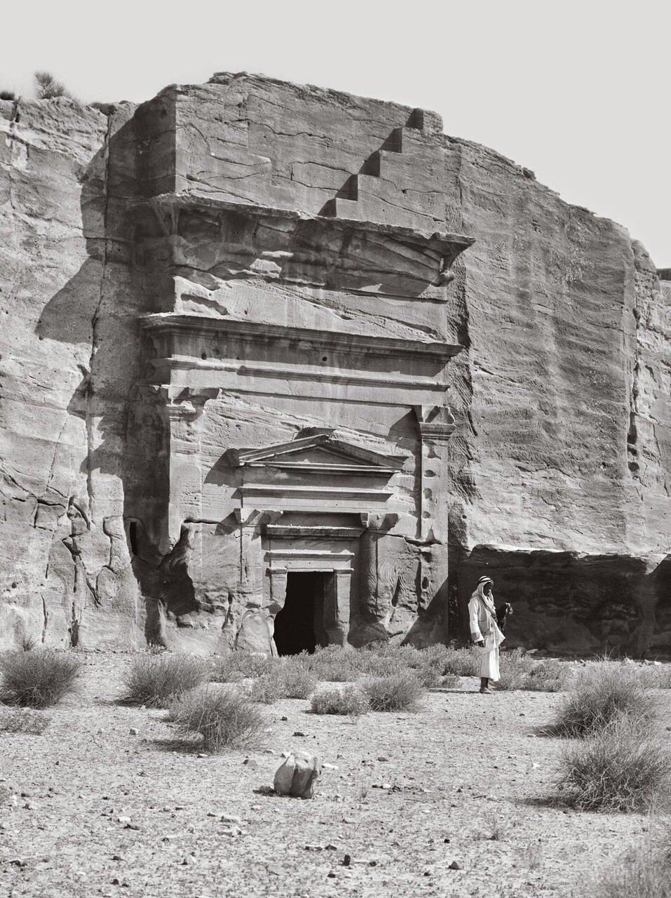 Типичная двойная гробница. Аль-Месра. Петра, Трансиордания. 1920-1933 гг.