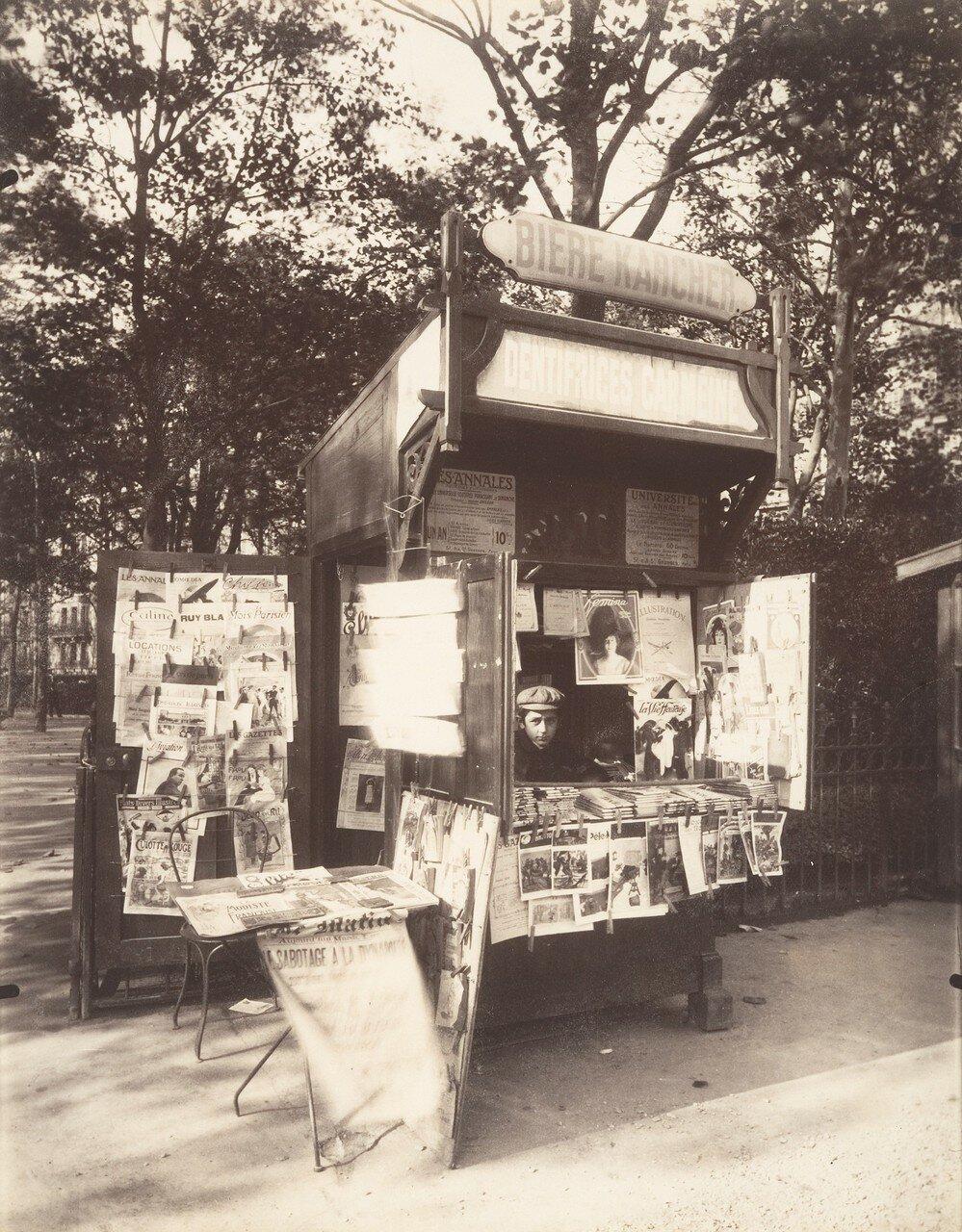 1910. Газетный киоск, Рю де Севр