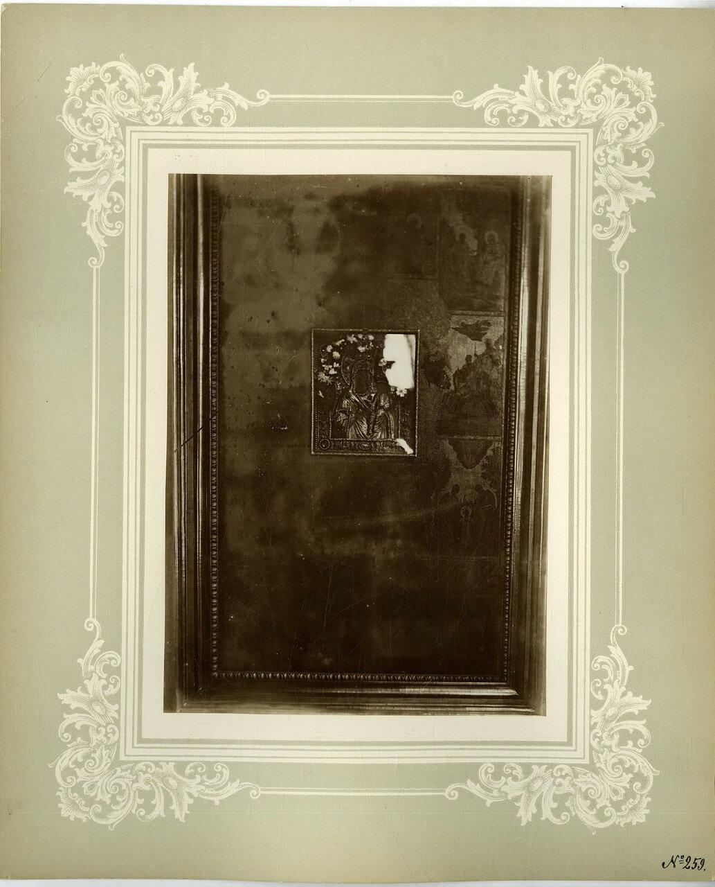 13. Чтимая Донская икона Божией Матери, на правом клиросе соборного храма