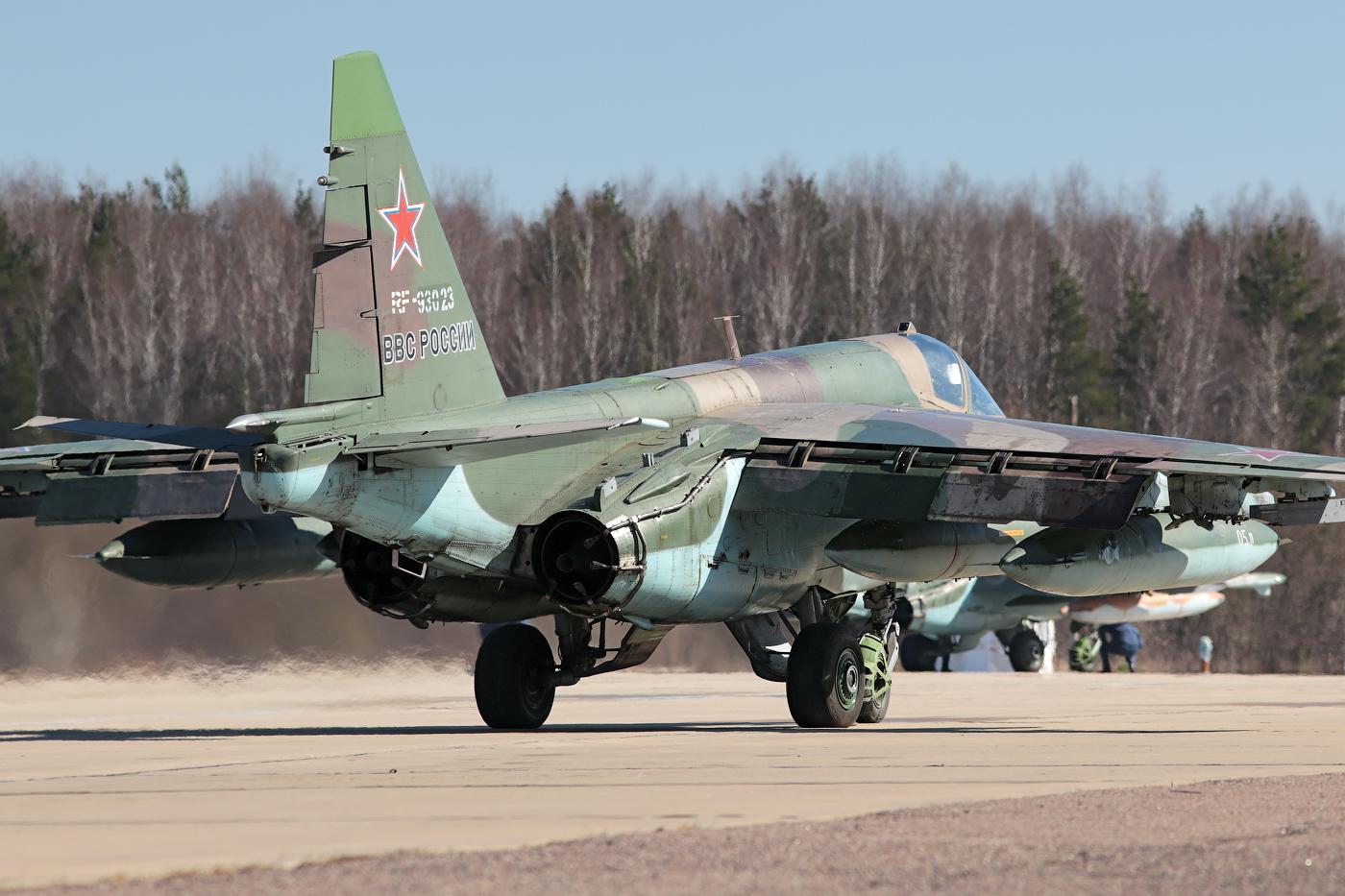 Sukhoi Su-25 Frogfoot - Page 3 0_b8733_21a9d10a_orig