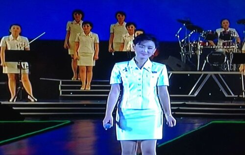 """Любимая группа товарища Ким Чен Ына """"Moranbong Band"""" (фото Алексея Лушникова, Пхеньян, Северная Корея, 16 апр 2013)"""