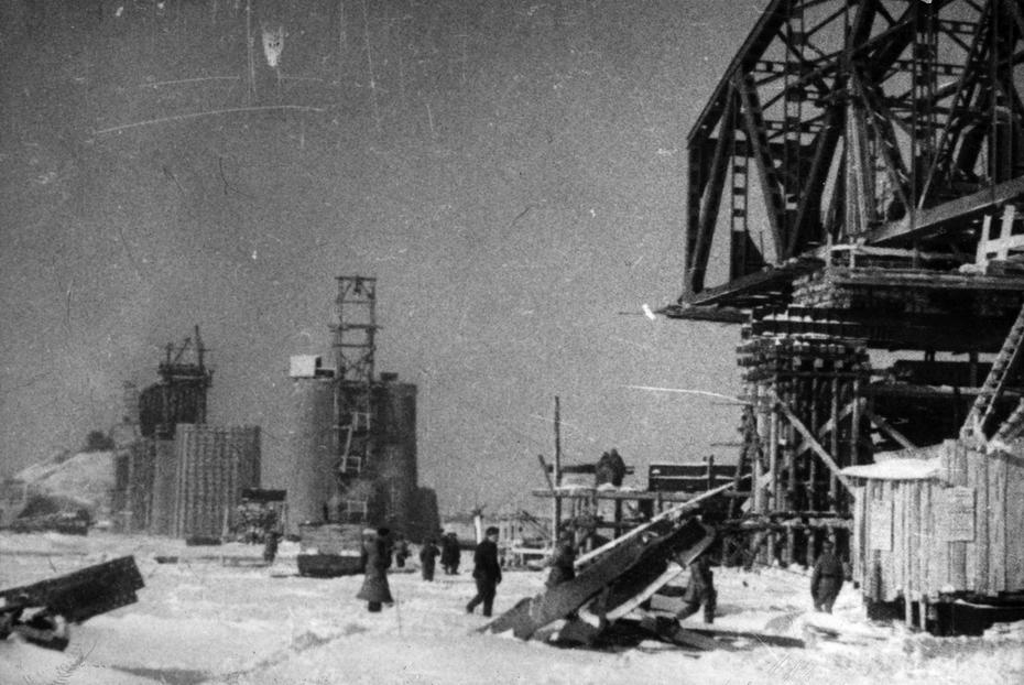 1943. Строительство железнодорожного моста через Днепр