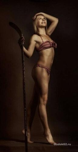 Капитан женской сборной по хоккею - Екатерина Смоленцева без одежды