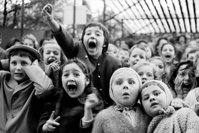 Дети накукольном спектакле вПариже, 1963г.