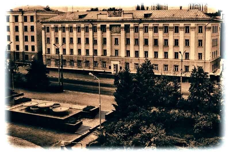 Белгородский фонтан у Овального зала