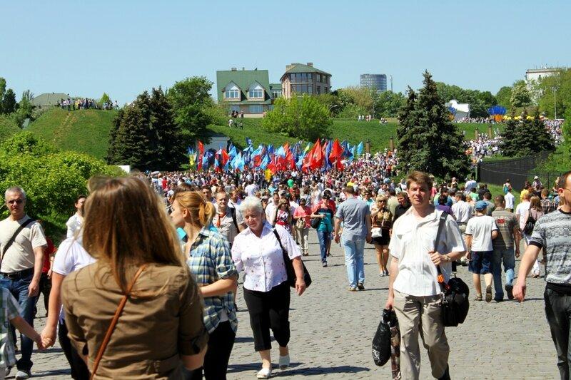 Поток людей в Национальном музее истории ВОВ