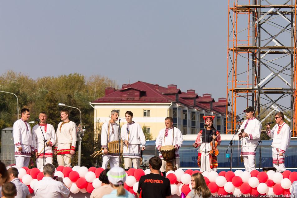 На сцене фолк-группа Торама