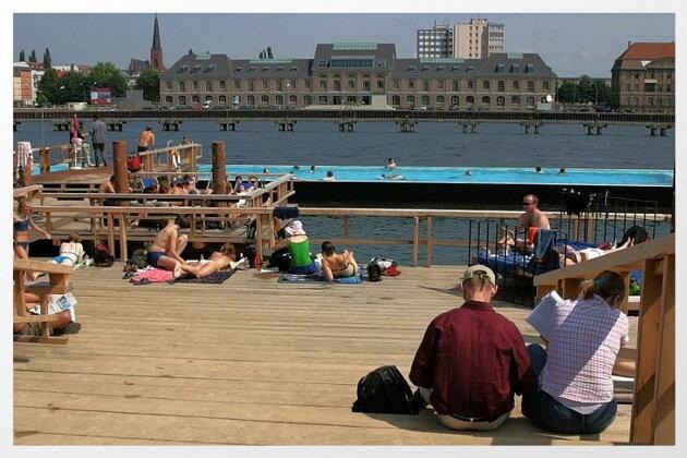 Бассейн Badeschiff в Берлине