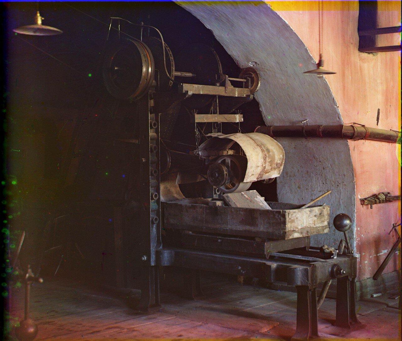 Гранильная фабрика.  Строгательная машина