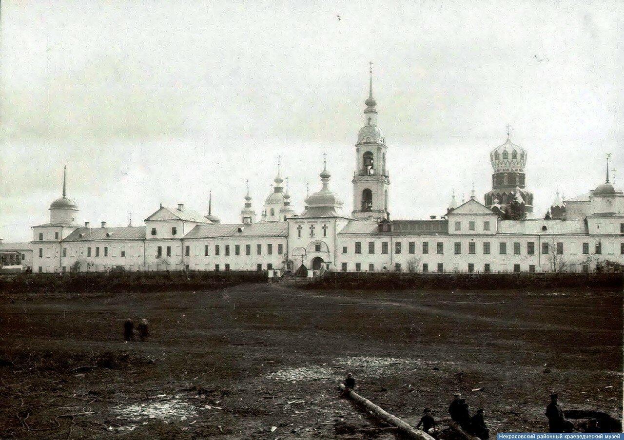 Николо-Бабаевский монастырь. Главные ворота (вид со стороны Волги)
