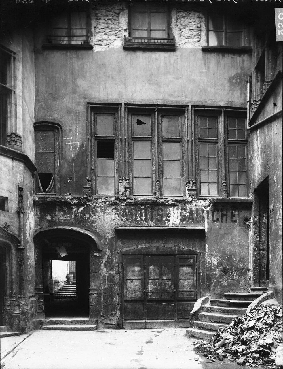 Фасад бывшего отеля Гадань