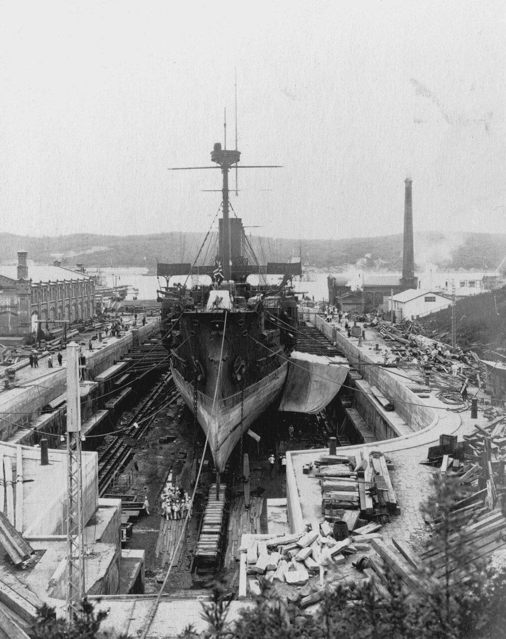 Броненосный крейсер «Громобой» во Владивостокском доке. 1901-1905