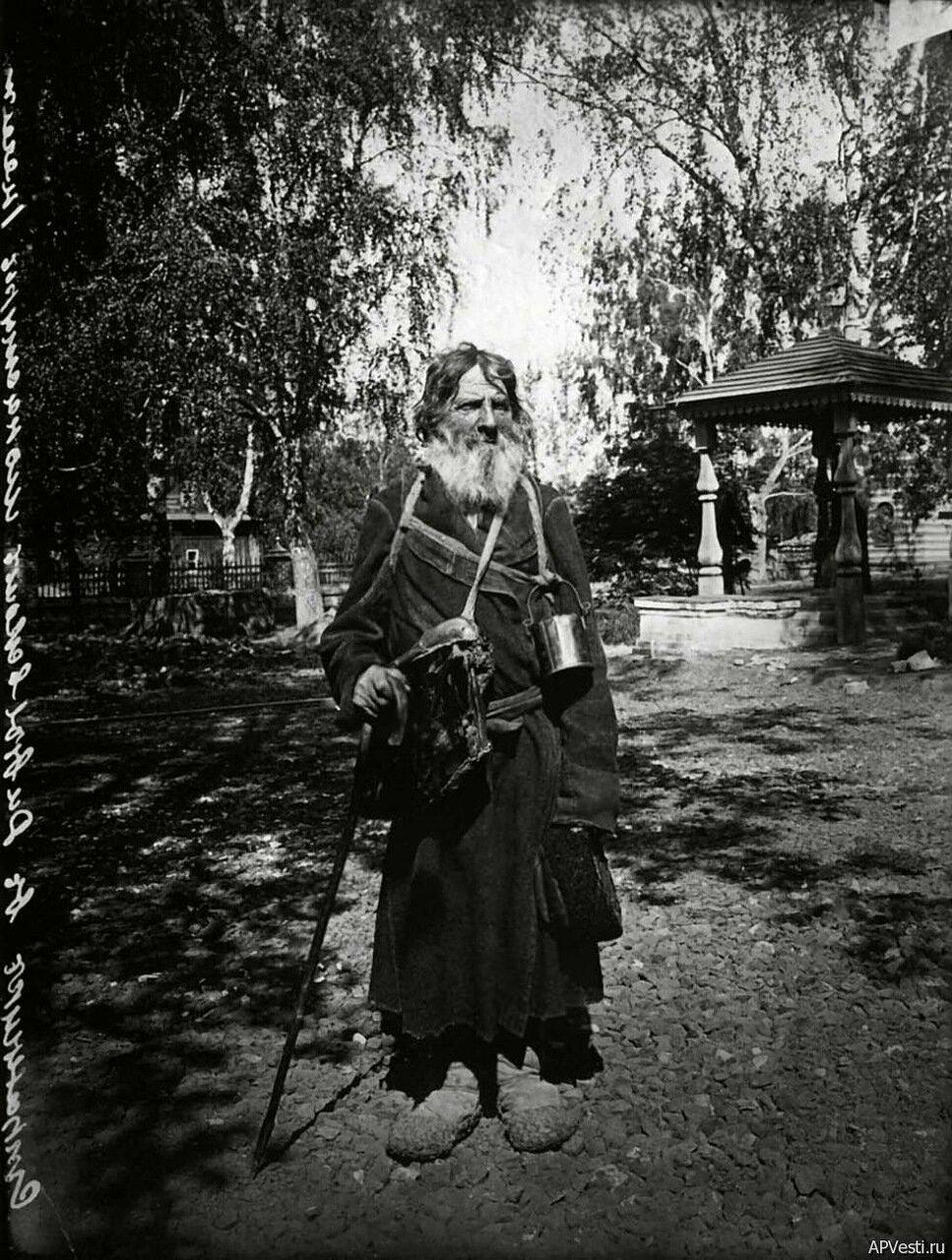 Странник в Серафимо-Дивеевском женском монастыре. 1904.