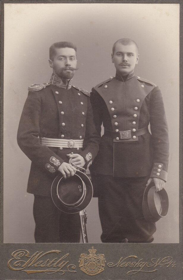 Предположительно один из изображенных - сын М.Г.Черняева