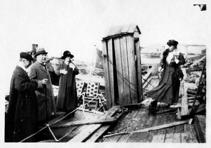 1918. Г-н Дулат, советник Посольства Франции, г-н Нуланс, посол, г-жа Нуланс и мисс Файсет прибыли в Архангельск