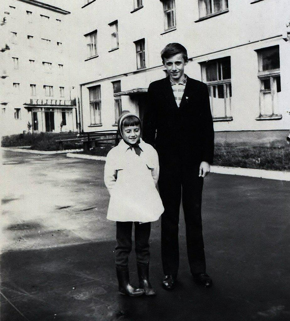 1968. Во дворе дома №120 по ул.Горького