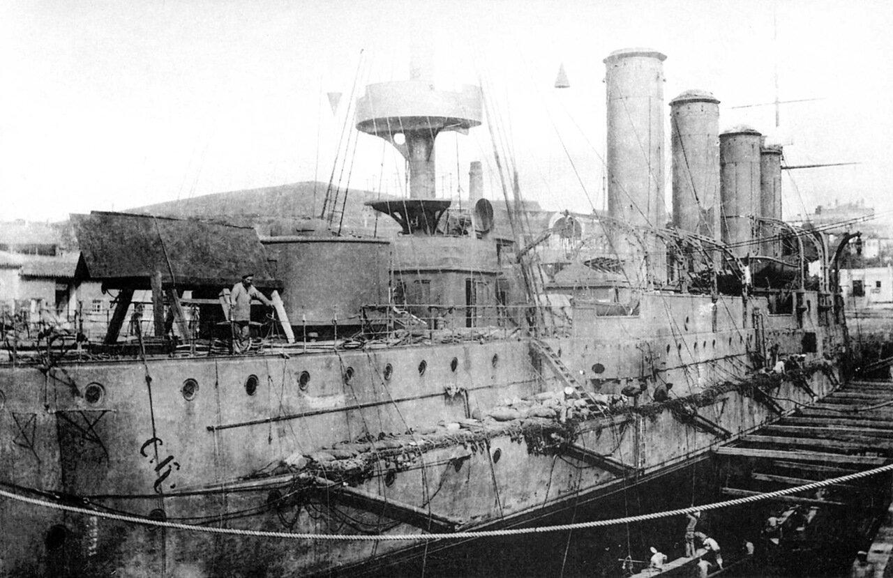 Броненосный крейсер Баян в доке после получения минной пробоины, 14 июля 1904 года