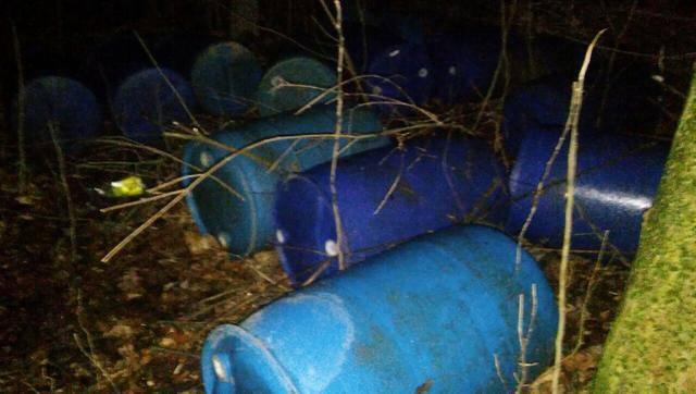 У границы на Буковине обнаружено 4500 литров контрабандного спирта. ФОТО