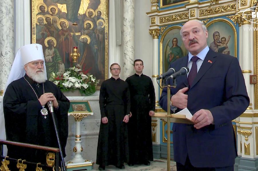Президент Лукашенко в Свято-Даниловском кафедральном соборе 7.01.16.png