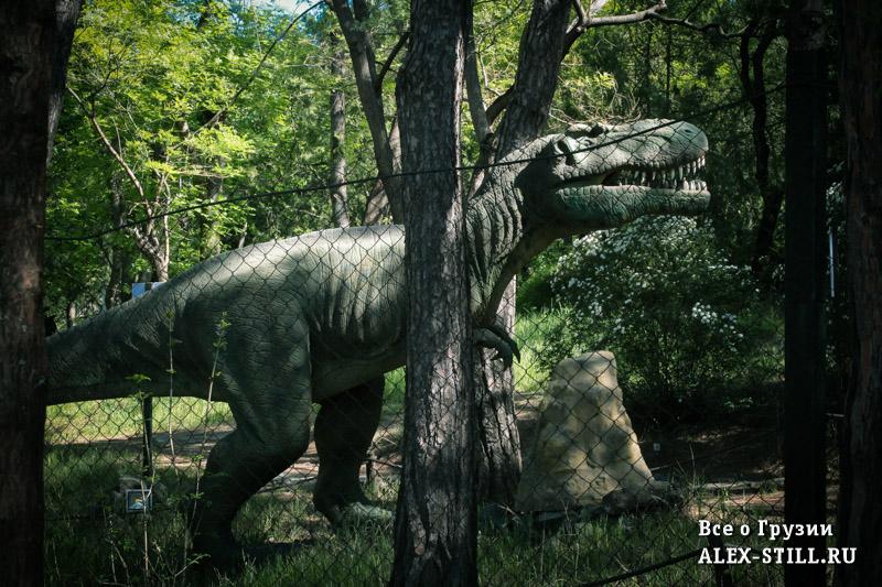 В парке можно встретить даже динозавров