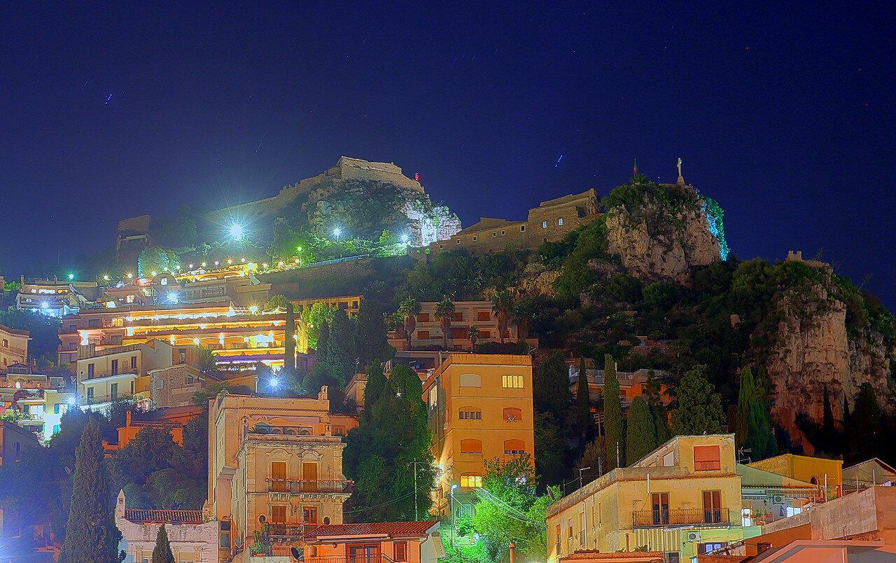 Ночная Таормина. Крепость Монте Тоуро (Castello di Monte Tauro, Castello di Taormina). HDR, extremal colors