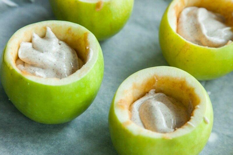 Вкусные яблоки с начинкой из орехов с изюмом