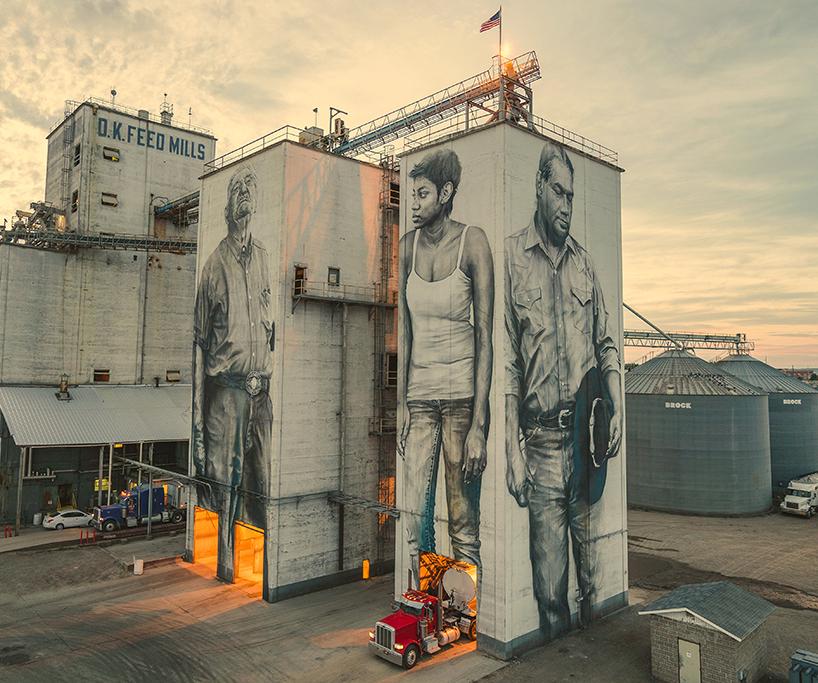 Огромные портреты на здании завода в Арканзасе (7 фото)