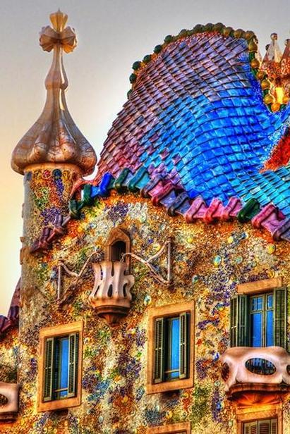 Необыкновенная архитектура Барселоны в деталях
