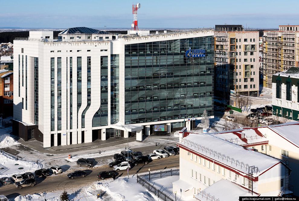 24. Среднемесячная заработная плата в Ханты-Мансийске (по данным официального портала города) — боле