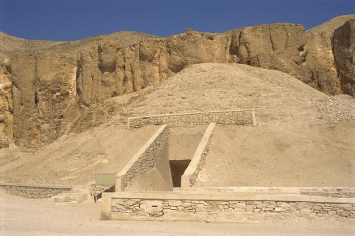2. Странные могилы В некрополе, в Долине царей, была обнаружена известняковая камера, в которой были