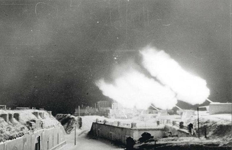 4-й Северный форт «Зверев» ведет огонь по врагу. 1942 г.