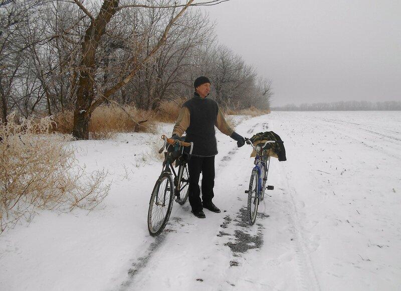 Постоим ... В походе декабрьском, снежно-туманном,