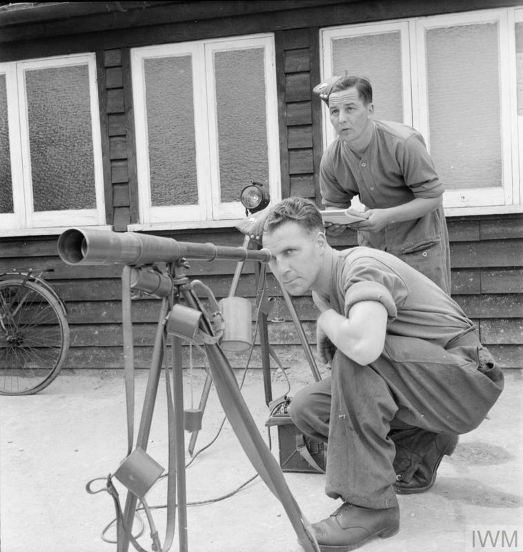 NEWFOUNDLAND TROOPS IN ENGLAND: SIGNALLING TRAINING, 1942