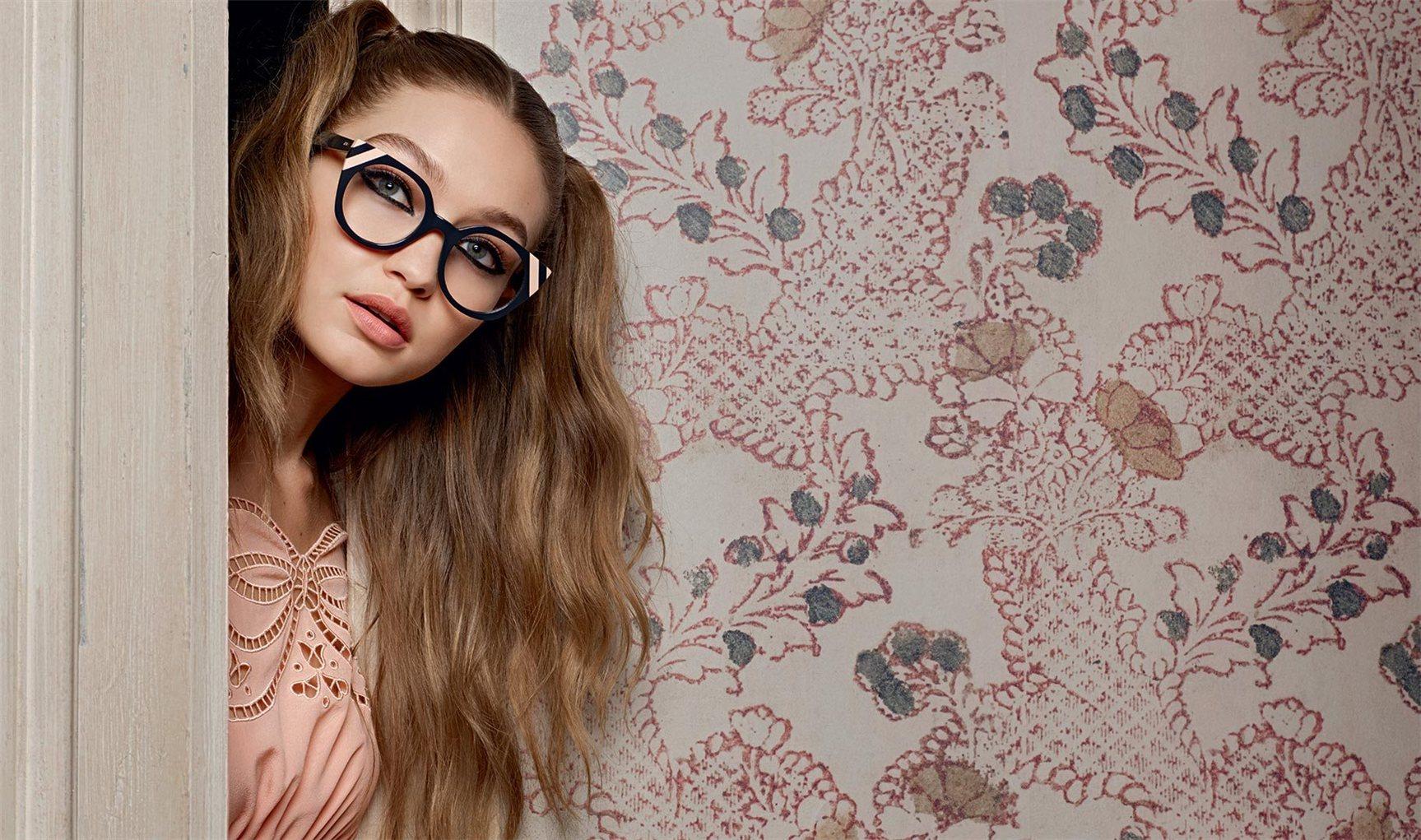 Fendi spring/summer 2017 - Bella Hadid, Gigi Hadid, Vittoria Ceretti by Karl Lagerfeld