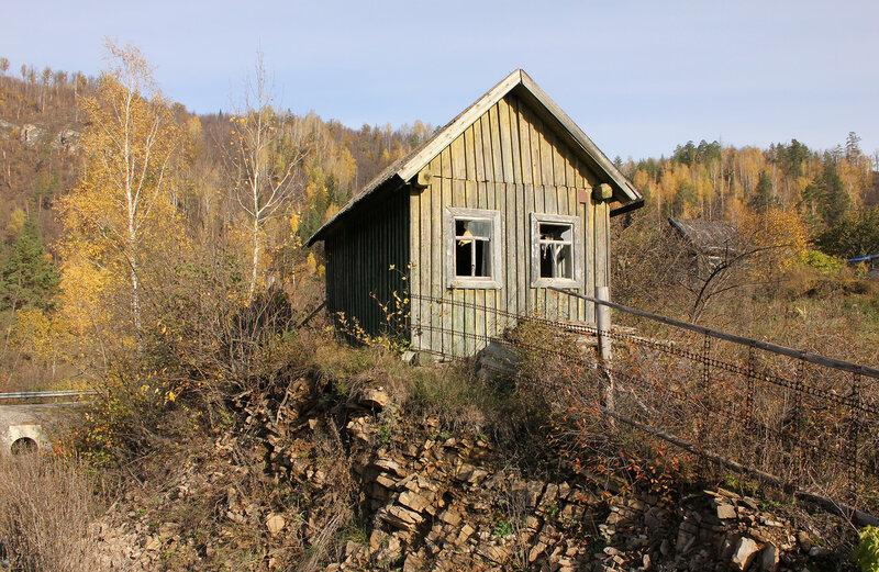 Дом возле перегона Симская - Биянка в садоводческом товариществе