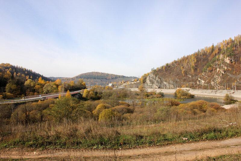 Горы и река возле станции Биянка