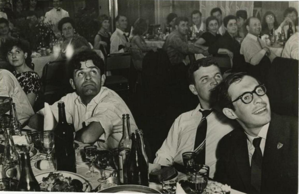 1969. Фазиль Искандер, Виктор Славкин и Марк Розовский в ресторане ЦДЛ