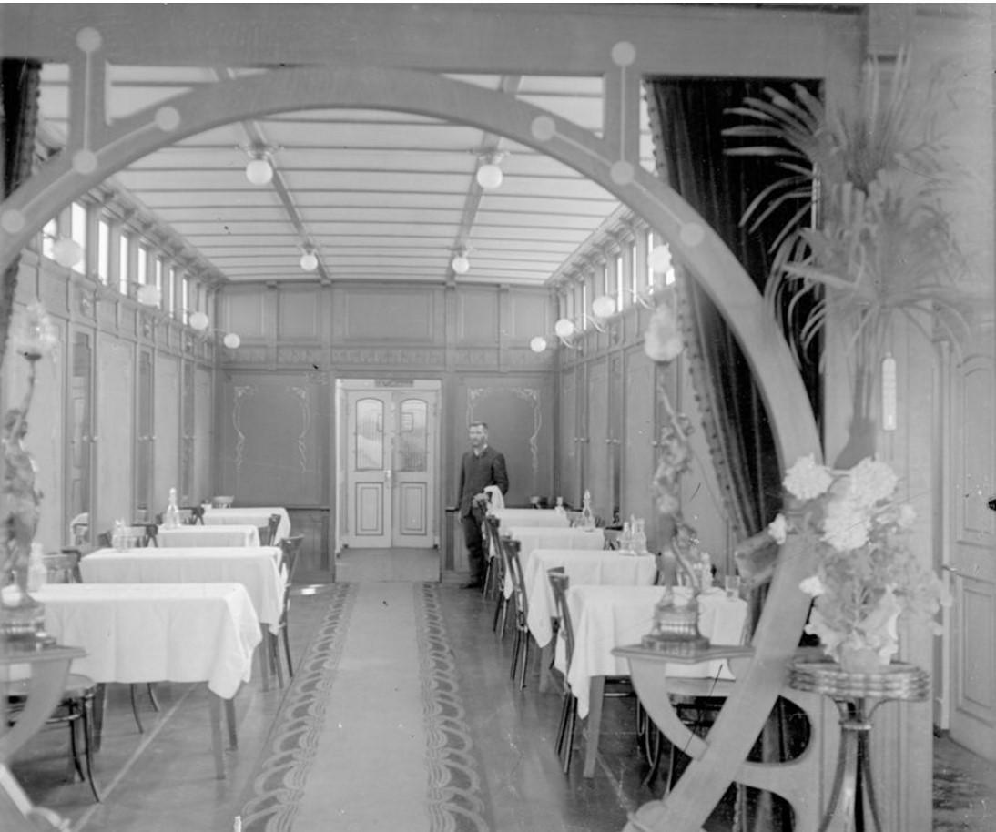 1890-1900. Интерьер салона парохода «Матвей». Нижний Новгород